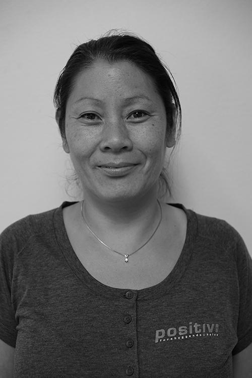 Vivi Bagle Halvorsen - Utdannet massør fra Axelsons Body Work School. 15 års erfaring som terapeut i klinikk og som bedriftsterapeut.