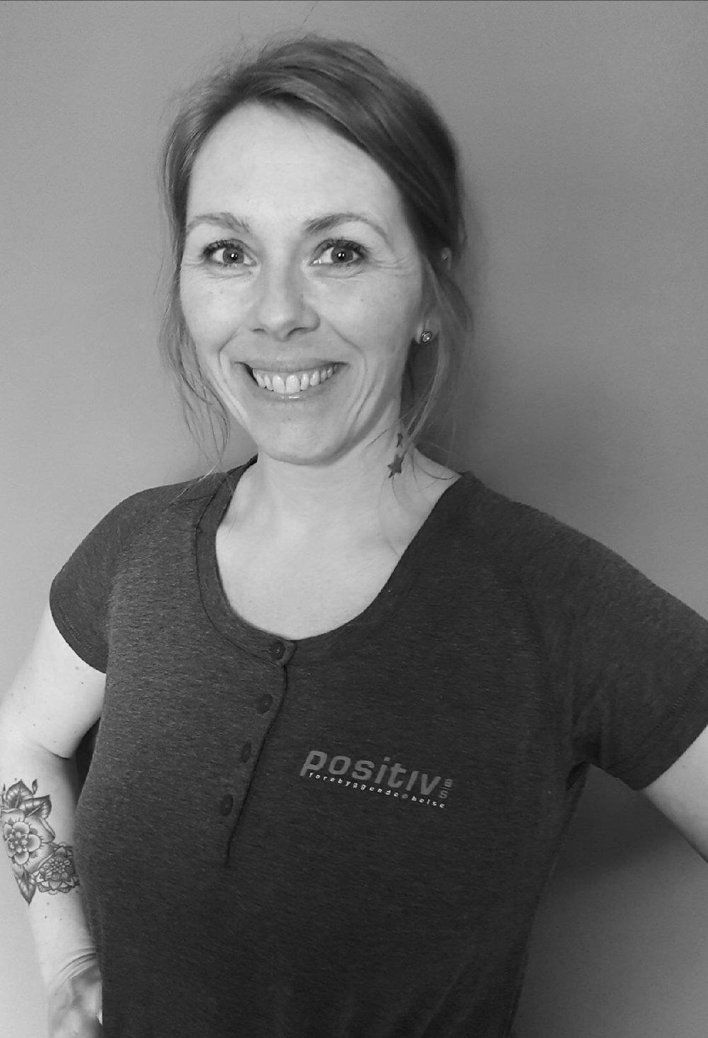 Rita Iversen - Utdannelse fra IFH, Institutt for Helhetsmedisin. Jobbet som massasjeterapeut siden 2013, med erfaring fra klinikk og bedrifter.