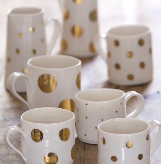 DIY-Gold-Sharpie-Mugs1-550x560.jpg