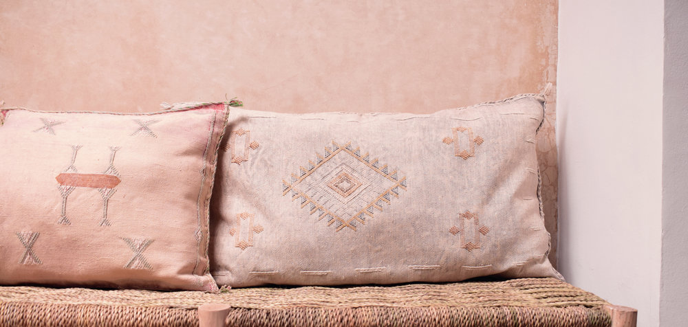 [Yonder.living] (From £48) Vintage_Cactus_Silk_Vegan_Cushion_Img01_HD.jpg