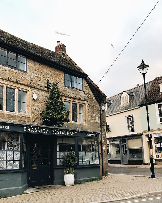 Digging through my camera roll and remembered the fleeting (literally 15 minute) visit we made to Beaminster on New Year's Day! It was almost deserted which made it even more beautiful. Only downside was all the pubs were shut...