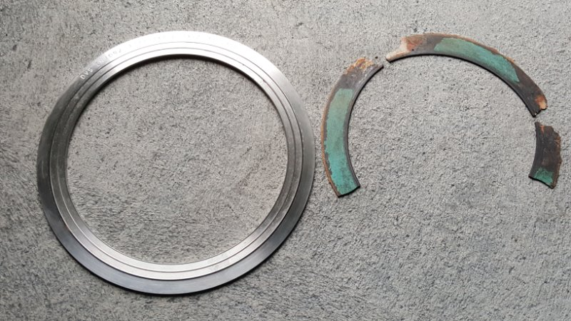 Above: Delta V-Seal besides a two year old worn gasket, destroyed by hot steam