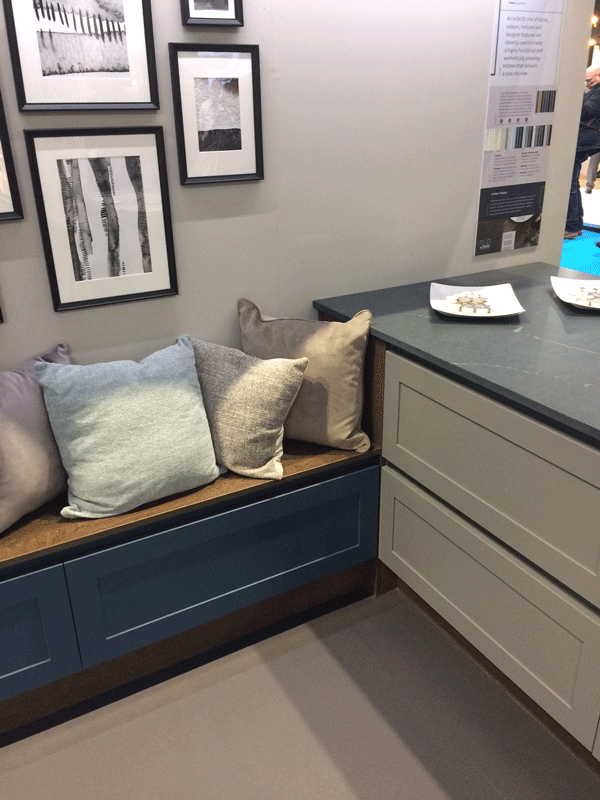 Painted shaker-style nook seating and large drawers. A classic style for a mixed living space.
