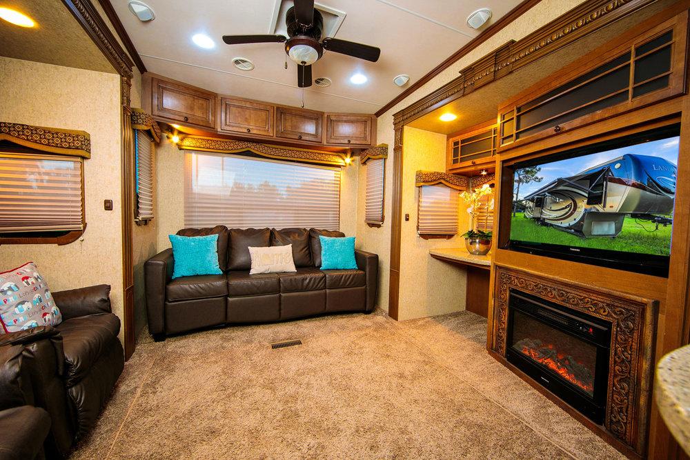 landmark-camper-rental-liv6.jpg