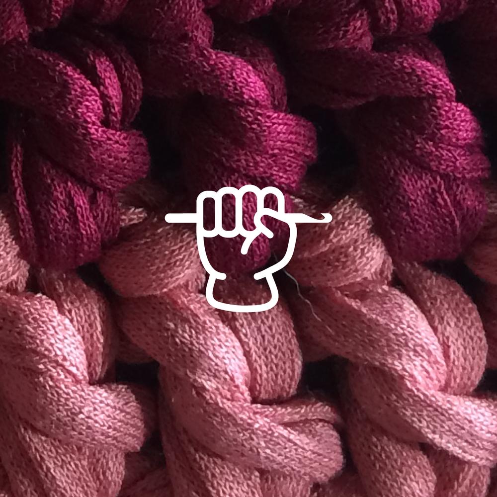 Nível  Esse curso precisa de  conhecimento   prévio  de crochet?  Para turma  iniciante  não precisa,caso você já saiba muito, pode começar direto na turma  livre , mas fala com a  Daniela Anjos .