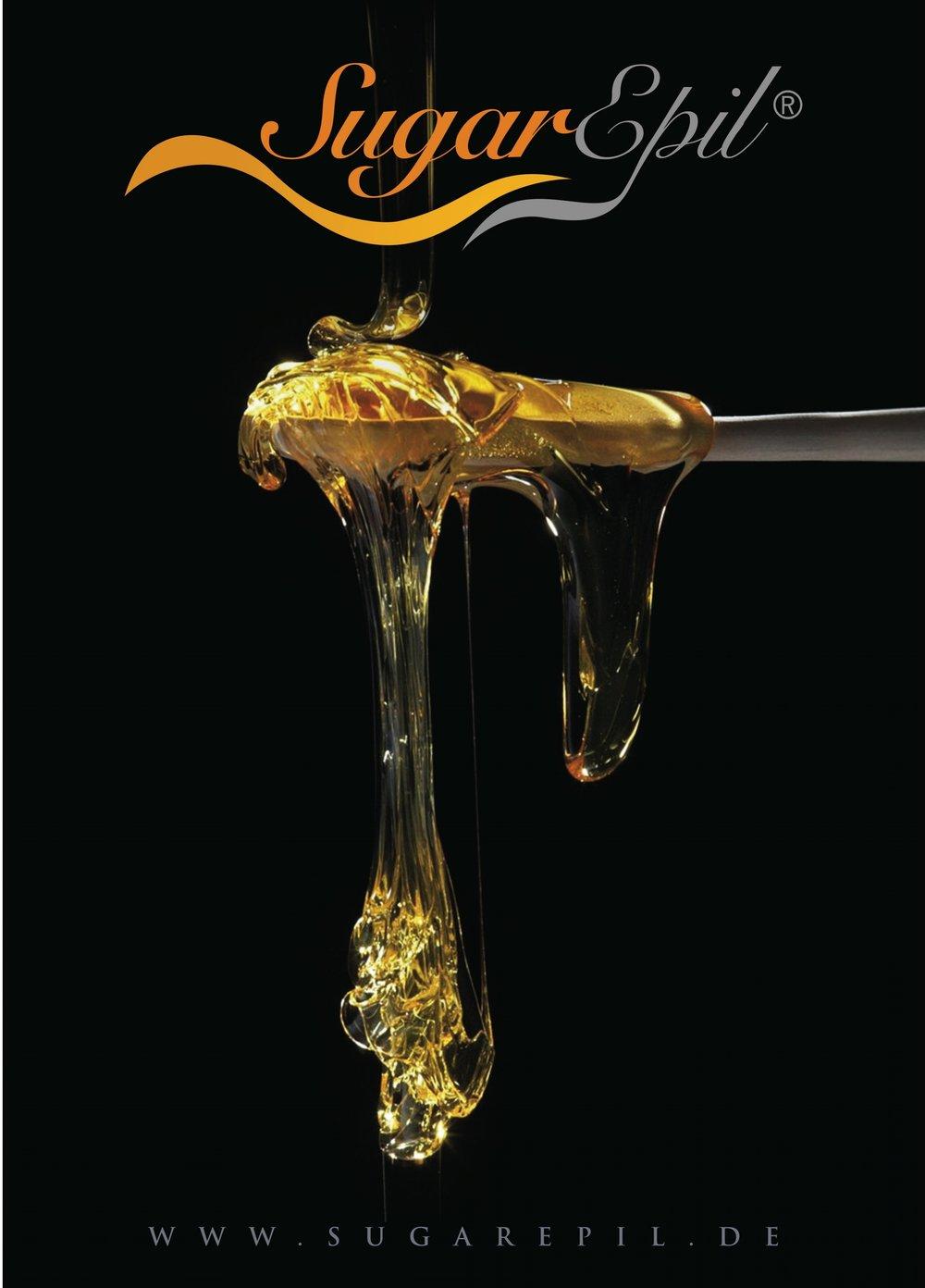 Die Zuckerpaste von SugarEpil® - ist eine 100% natürliche Paste – leicht aufzutragen, sanft in der Anwendung, parfüm- und chemiefrei, hautverträglich, allergikergeeingnet, ergiebig und dadurch effizient. Die Paste klebt nur am Haar und erfasst es weit unten im Follikel, sodaß sämtliche Haare, auch sehr kurze, erfasst und entfernt werden. Auch verbessern sich Hautzustand und Hautbild durch ein leichtes Peeling der Hautoberfläche.