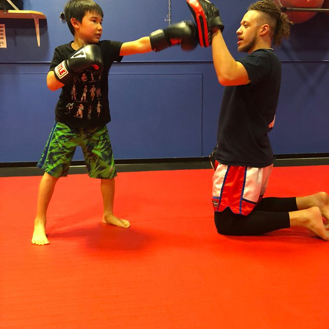 Brett putting in work here at Undrrtd FTNSS come in and join him‼️ Today we learned some new combo's💪🏽 #muaythai #gottastayfocused #gottastartthemyoung #undrrtdftnss