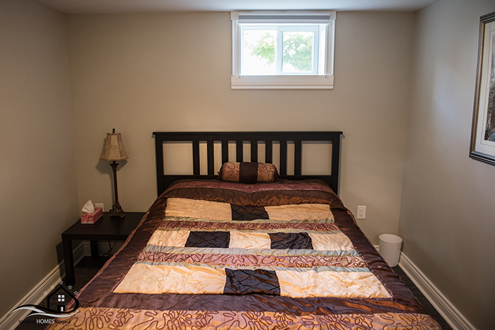 Airbnb_Niagara_Falls_Queen_Bedroom_Lower.jpg