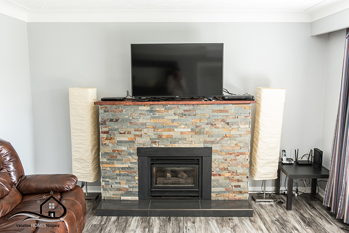 Niagara_Falls_Vacation_Rentals_Livingroom_Fireplace.jpg