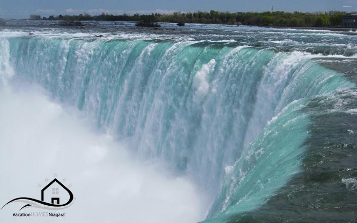 Horseshoe_Falls_Canadian_Falls_Niagara_Falls.jpg