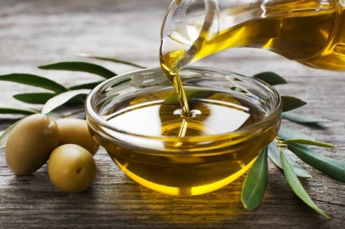 01-Amazing-Health-and-Beauty-Benefits-of-Olive-Oil-shutterstock_253044214-DUSAN-ZIDAR-760x506.jpg