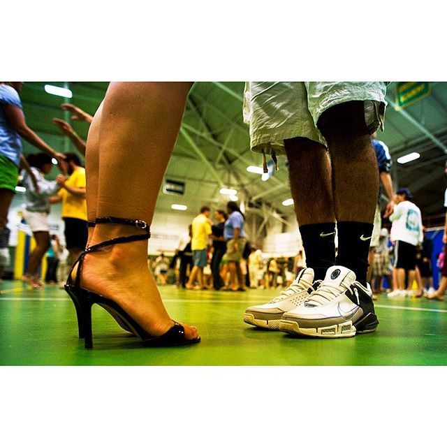 Monday is like taking those first steps into the week. . . . . #choaterosemaryhall #gochoate #choatealumni #choatemoment #wallingfordct #pmac #choatearts #prepschool #education #schooldance #highschooldance #firststeps #dancingshoes #dancingshoesrequired  #gymnasium #highschoolgym #caseofthemondays