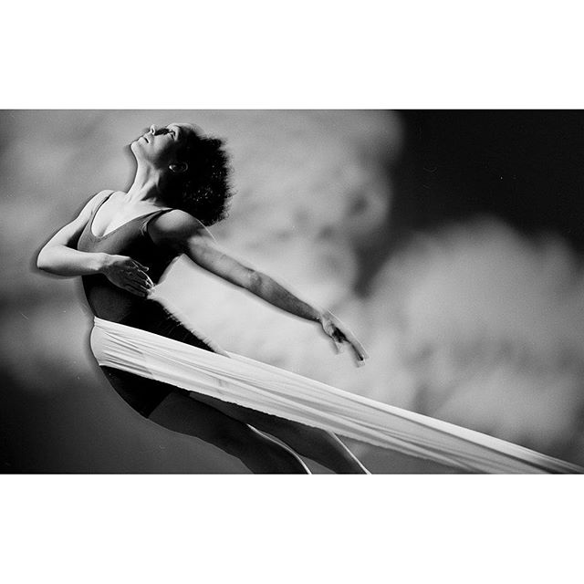 Graceful. . . . . #dancerlife #dancerpose #dancermodel #dancerspose #instadancer #instadancing #studiophotography #blackandwhitephoto #contrast #smokeandmirrors #surrealart #strikeapose #slowshutter #strengthandbeauty #strengthandgrace #graceful #strongwoman