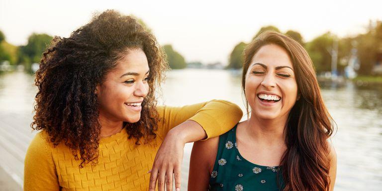 best-friends-laughing-1518542024.jpg