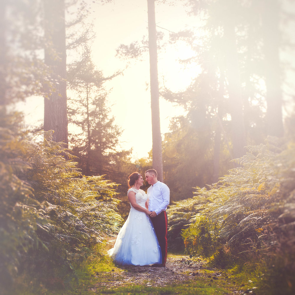 SUMMER EVENING COUPLES -