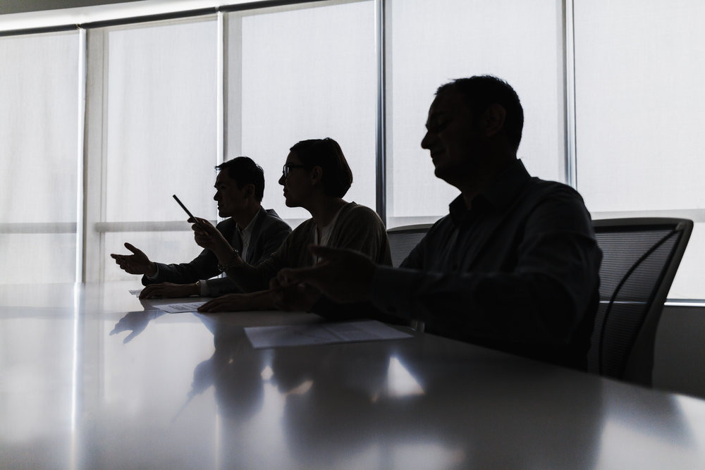 Silhouette-of-business-people-negotiating-at-meeting-table-637902194_5130x3420.jpeg