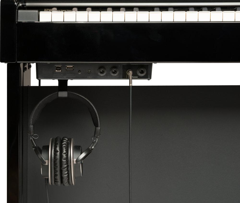 HP605_PE_headphones.jpg