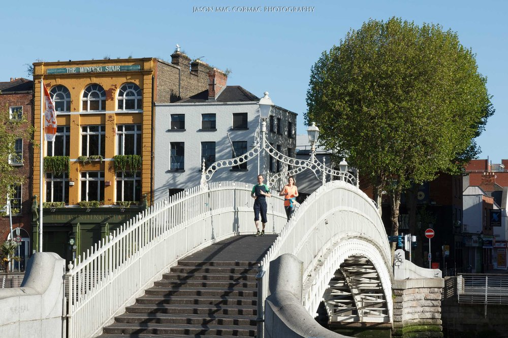 03. Joggers Ha'penny bridge