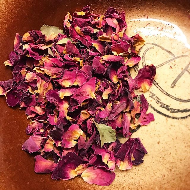 #bts #botanica ///////// I only use the #highest quality organic roses in my Rose 🌹 Bath Soak. I make these in small batches in my home botaníca. They are infused with rose quartz, lunar & solar eclipse energies & the most elevated goddess vibes ⚡️ . You can enjoy that relaxing luxurious feeling too with a rose bath soak of your very own! This is just one of the handcrafted items you receive in a Mystic Love Ritual Kit! . Get a kit of your very own and start creating sacred self care rituals that invoke the Ganja Goddess within. . P.S. All orders of our Mystic Love Ritual kits come with a FREE GIFT 💝 . Get yours today and begin this wonderful journey of self love! The Mystic Love Ritual kit makes the perfect gift for Valentine's day or for ANY DAY! They are an amazing way to start your own self love rituals! Order yours todaywww.etsy.com/shop/smokingsanctuary . #smokingsanctuary