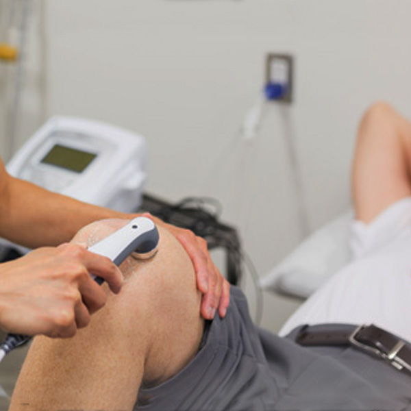 Man receiving shockwave therapy for his knee