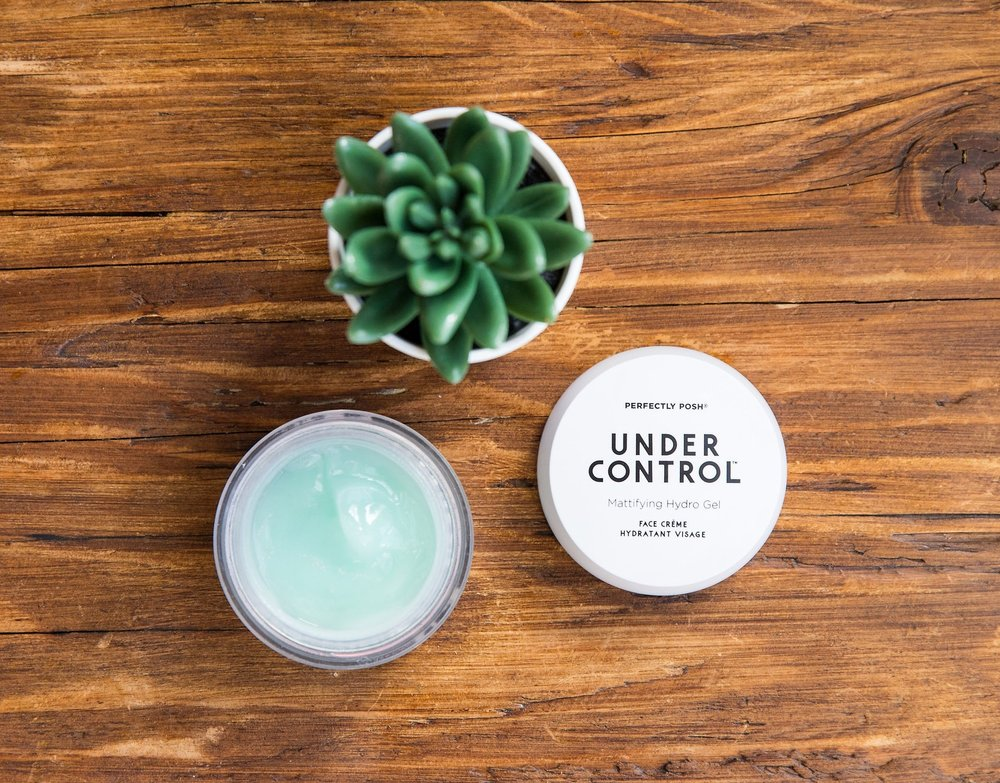 Perfectly Posh Under Control Mattifying Hydro Gel Face Creme with bamboo extract to reduce shine and excess oil, naturally based gel-to-water face moisturizer with sodium hyaluronate, fragrance free face cream for oily and norma/combination skin types