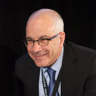 Joseph A. Grundfest, W.A. Franke Professor de Direito e Negócios na Stanford Law School.