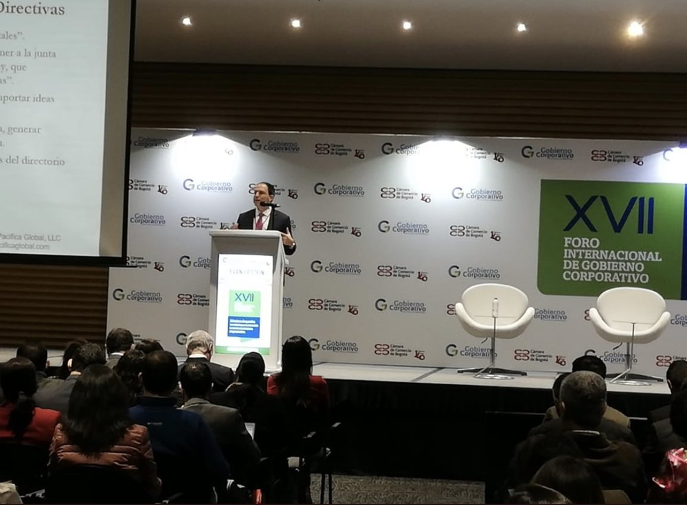 Evan Epstein giving keynote presentation at XVII International Corporate Governance Forum in Bogotá, Colombia on November 21, 2018.