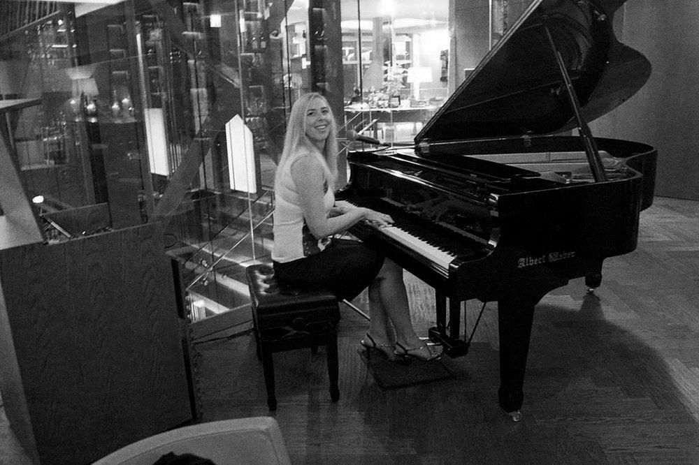 Adrienne Piano 03.jpg