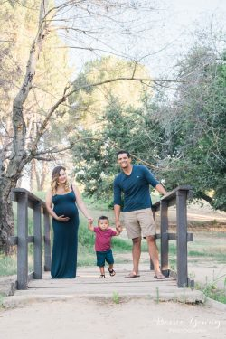 Woodward Park Maternity Portraits | Alexis and Bobby by Bessie Young Photography