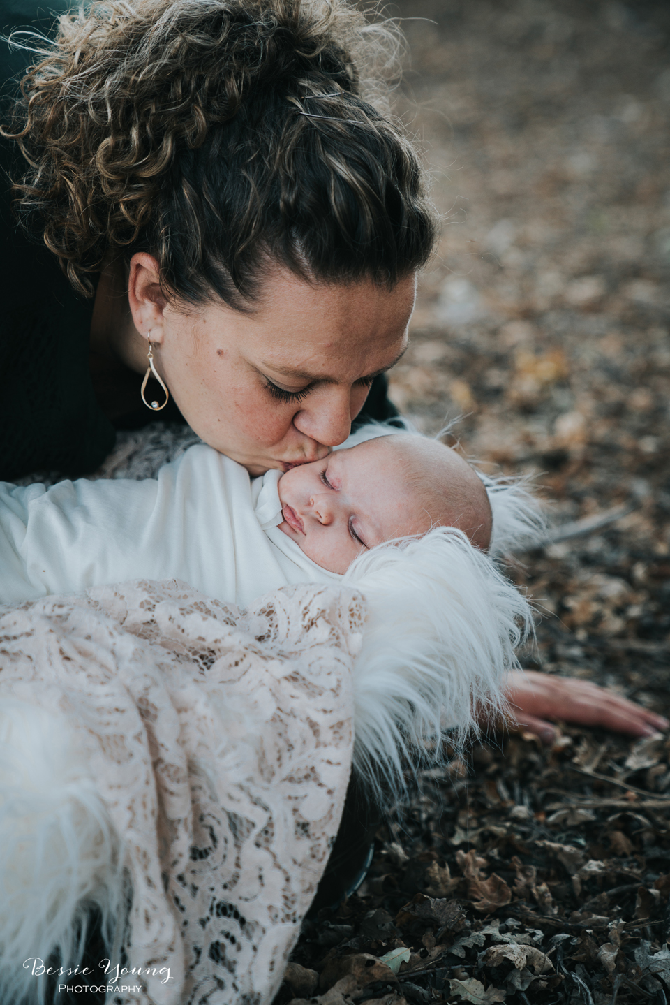 Outdoor Newborn Portraits Photographed by Bessie Young. This was a outdoor fall newborn portrait session at Indegeny Reserve. Perfect mom and baby posing idea. Sonora California