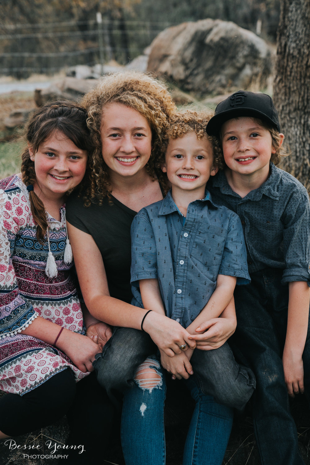 Sonora Family Portraits - Sonora Photographer Bessie Young - 4 sibling posing guide