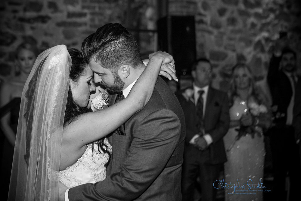 rustic-wedding-photos-at-brotherhood-winery