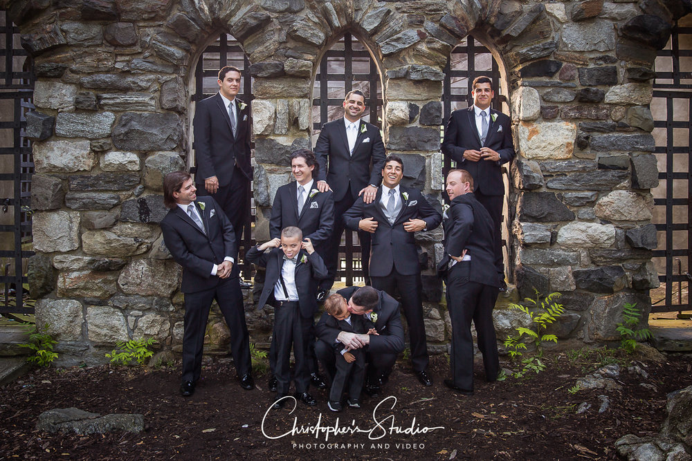 glen-island-park-groomsmen-wedding-photographs