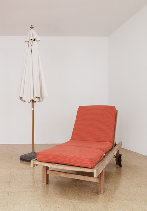 Fiona Connor, Object No. 10, Bare Use (lounge and umbrella), 2013, mixed media, lounge: 18 x 78.5 x 27.5 inches, 45.7 x 199.4 x 69.9 cm, umbrella: 101 x 21 x 21 inches, 256.5 x 53.3 x 53.3 cm