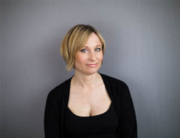 LIZ  Senior Director Cut & Colour   With over 29 years experience, Liz has a keen eye for detail and a vast understanding of the Aveda brand. Confident in both cutting and colour, working with the Aveda colour spectrum to give a more natural result.