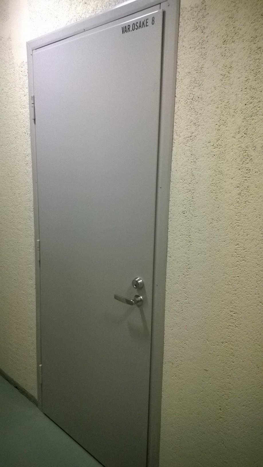 Väylätie 46A varasto - Saatavilla varasto-osakkeita hissillisen kerrostalon pohjakerroksessa. Varastojen koot 4,3 m2 ja 7,7 m2. Varasto on turvallinen (metalliovi, seinät kiviainesta) säilytyspaikka kaikenlaiselle koti-irtaimistolle. Valmiiksi vuokrattuja. Rv 2006.Hp 9625e  7,7m2  Hoitovastike 10,54e/kkHp 5375e  4,3m2  Hoitovastike 5,78e/kk
