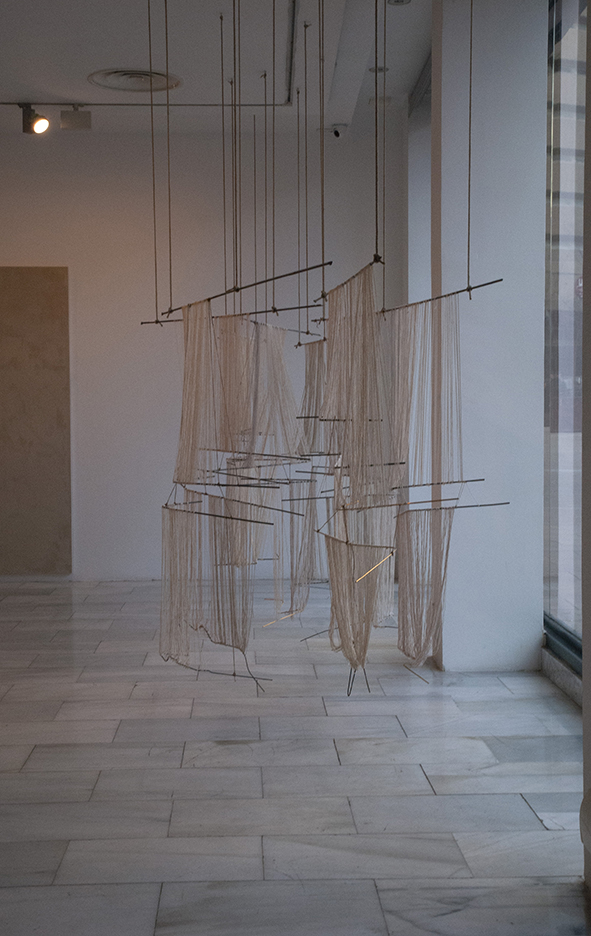 2018 iron, cotton, hemp rope and brass.  200 x 950 x 140 cm installation view at Sala de Arte Joven, Madrid ES