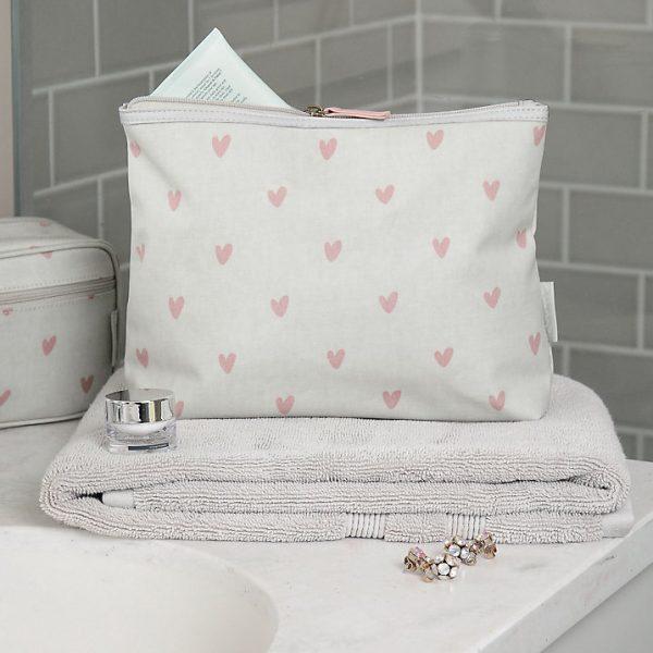 sophie-allport-heart-washbag-600x600.jpg