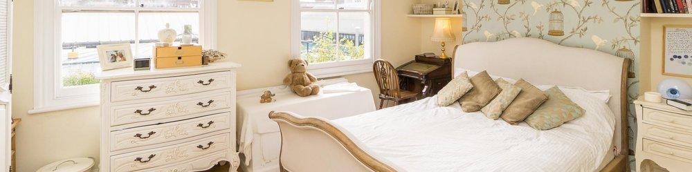 Taras bedroom.jpg
