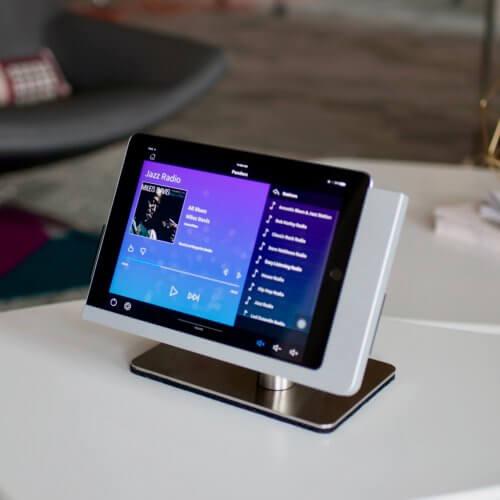 Viveroo-Free-iPad-Mount-25-e1515661550775.jpg
