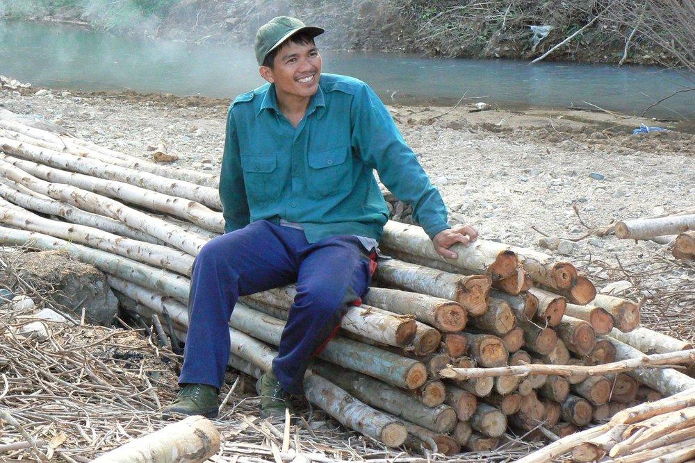 Metsänhoidolla on merkitystä monien perheiden toimeentulolle Keski-Vietnamissa. Kuva Phu Yenin maakunnasta..jpg