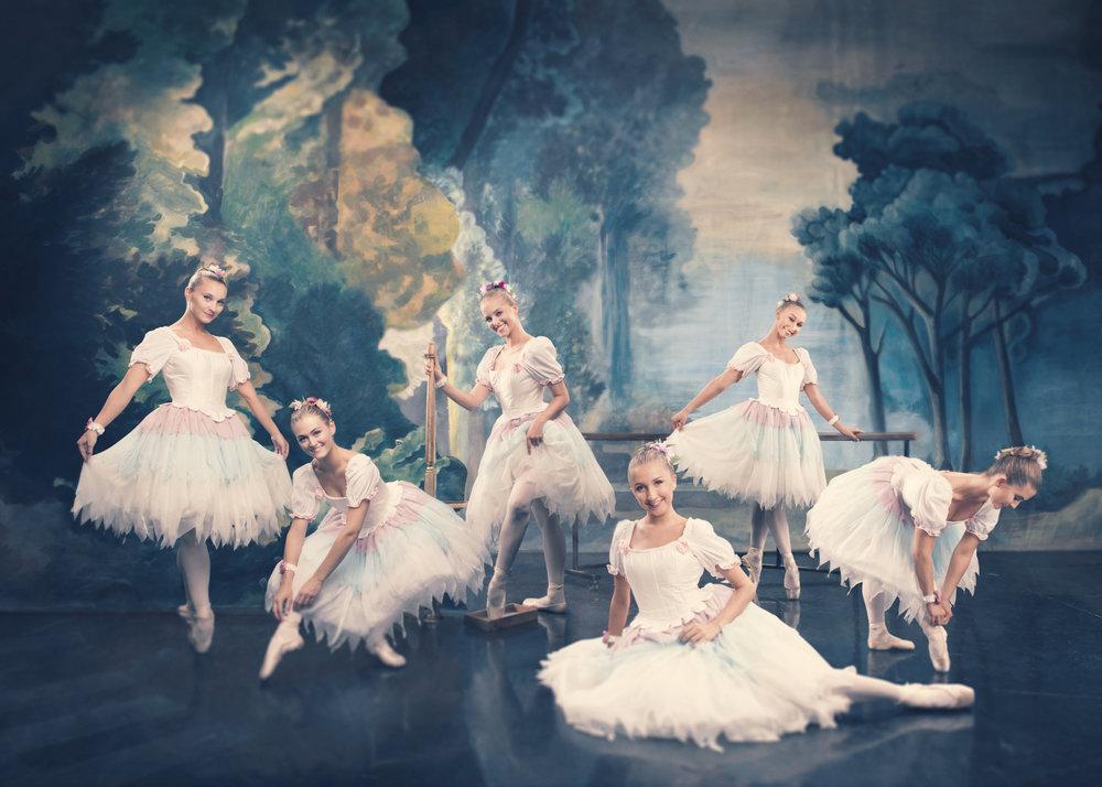 FRANSISKA SVEINALL  Ballettdanser  MARTE GOLTEN  Ballettdanser  MARTE JAHREN  Ballettdanser  SOFIA GARCIA SKJØNNEBERG  Ballettdanser  AURORA LOUISE HAUGEN ITLAND  Ballettdanser  KAMILLA TELL ARONSEN  Ballettdanser