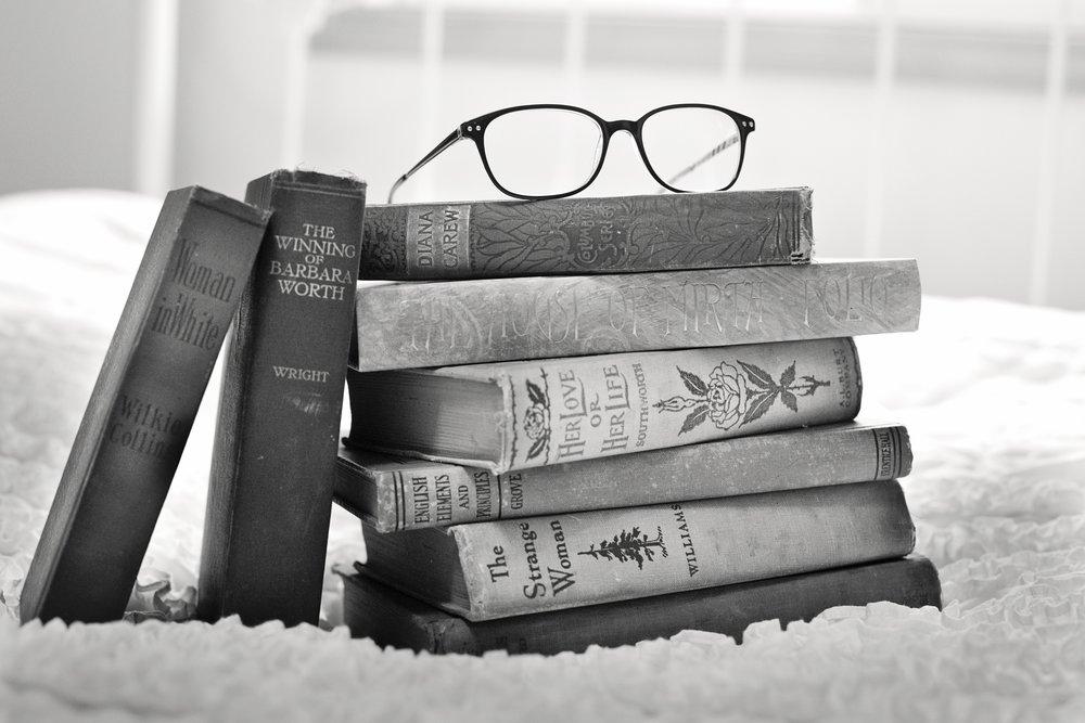 antique-black-and-white-books-33283.jpg