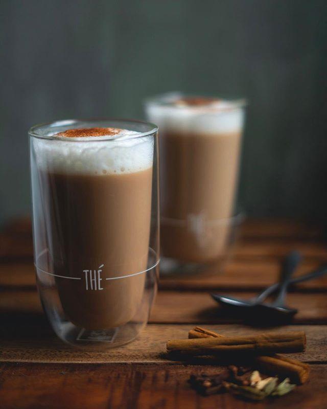 Dol op een Chai latte... maak hem dan zelf met mijn recept! ☕️☕️☕️ . . . #goodeats #igfood #foodblog #foodpic #food52grams #foodfotografie #feedfeed #foodgram #chai #chailatte #latte #foodphotography #darkfoodphotography