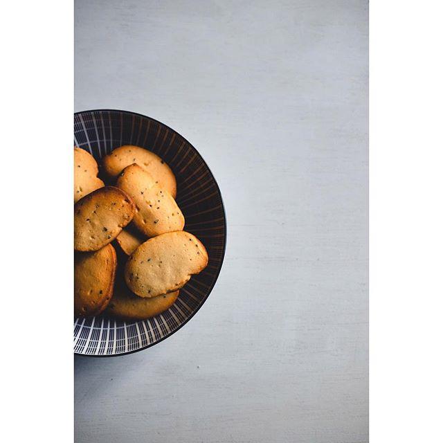 Miso black sesame cookies 🍪☕️ . . .  #foodie #foodphotography #foodfotografie #foodstagram #food52 #foodgram #foodblog #loversoflight #gameoftones #sonyalpha #shotonsony #followme #miso #sesame #cookies #misocookies #forkfeed