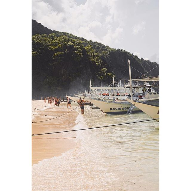 Wishing I was here 🌞 . . .  #seekmoments #rei1440project #travelgram #mymoment #travellifestyle #bloggerlife #exploringtheglobe #wanderlusting #inspiredtravels #passportforlife #sonyalpha #shotonsony #philippines #elnido #elnidopalawan #followmeplease