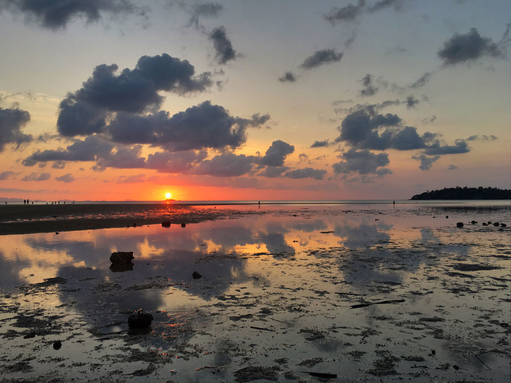 For the sunset we will do a Sensory Immersion Meditation session on the sand flats at Hin Kong Bay. This bay offers views of Koh Samui and the summit of Khao Ra.