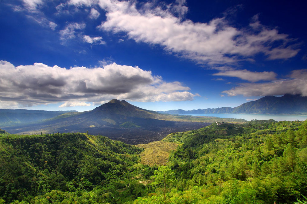 In the early morning before sunrise we will travel under the stars to Mount Batur to hike up the mountain for the sunrise.