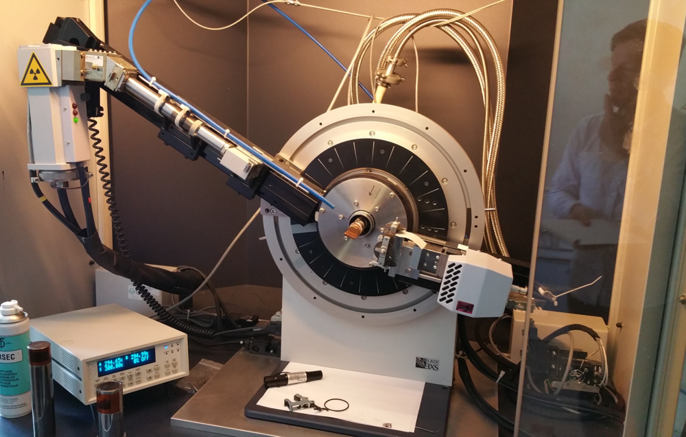 Compact Beamline & Goniometer Cryostats - ARS manufactures low weight and low profile cryostats to fit the dimensional needs of goniometers or eularian cradles from Bruker, Huber, Newport, and other manufacturers.Ask for