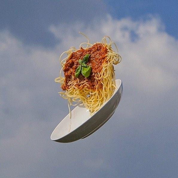 Friiiiday 💃🏾🎉 #italiansdoitbetter #spaghetti #konbini @konbini